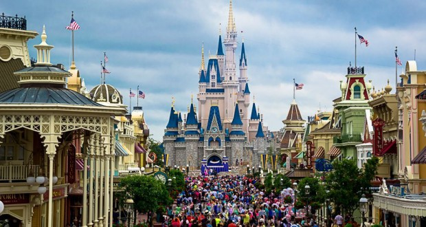 cinderellas-castle-main-street-crowd-fb-crop-620x330